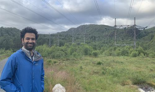 Professor Reza Arghandeh (IDER) will help Statnett to survey powerlines by developing artificial intelligence algorithms and using satellites. Photo: HVL Archive
